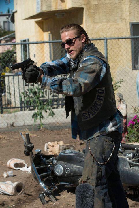 Jax (Charlie Hunnam) muss sich von seinem besten Freund und Anker verabschieden ... - Bildquelle: 2012 Twentieth Century Fox Film Corporation and Bluebush Productions, LLC. All rights reserved.