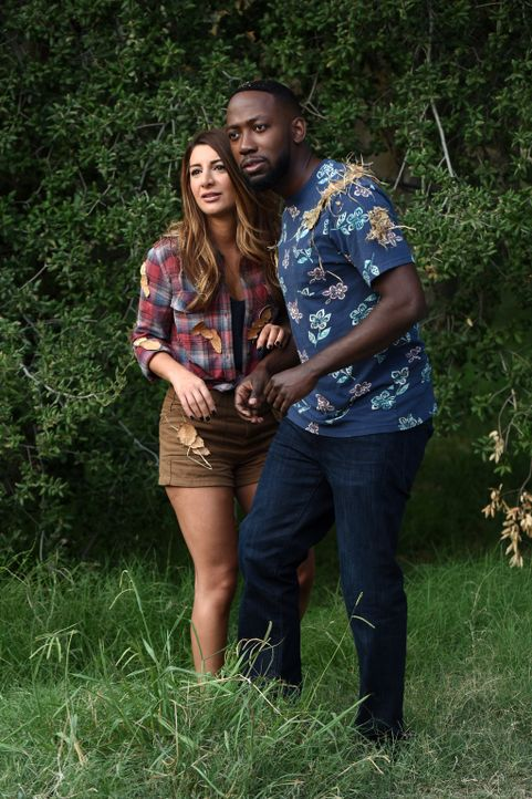 Noch ahnen Aly (Nasim Pedrad, l.) und Winston (Lamorne Morris, r.) nicht, dass ihr Ausflug in die Natur schon bald von einer Gruppe Singles sabotier... - Bildquelle: 2017 Fox and its related entities.  All rights reserved.