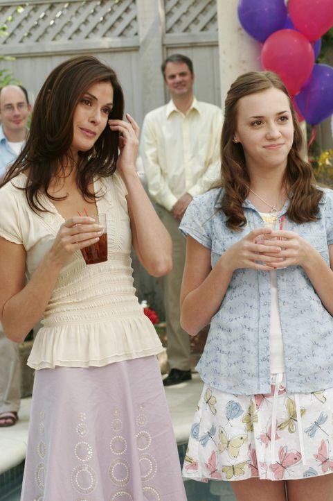 Erleben auf Carlos Abschiedsparty eine durchaus wütende Gabrielle: Susan (Teri Hatcher, l.) und Julie (Andrea Bowen, r.) ... - Bildquelle: Touchstone Television