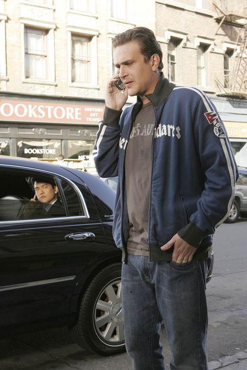 Marshall (Jason Segel, r.) ist hin- und hergerissen: Er hat gleich zwei Jobangebote bekommen ... - Bildquelle: 20th Century Fox International Television