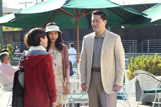 Fresh Off the Boat - Louis (Randall Park, r.) und Jessica (Constance Wu, M.)...