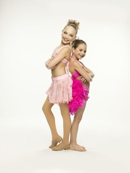Ein entscheidender Wettbewerb wartet auf Maddie (l.) und Mackenzie (r.) ... - Bildquelle: Richard McLaren 2012 A+E Networks