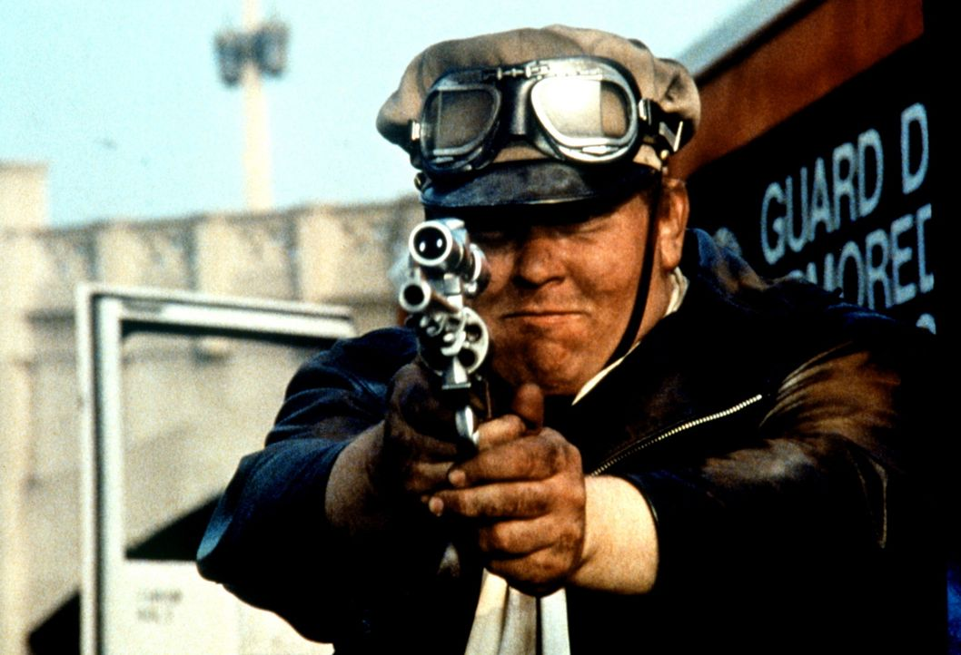 Als Frank Dooley (John Candy) dahinter kommt, dass sein Arbeitgeber eine skrupellose Gangster-Organisation ist, kennt er kein Erbarmen mehr ... - Bildquelle: Columbia Pictures