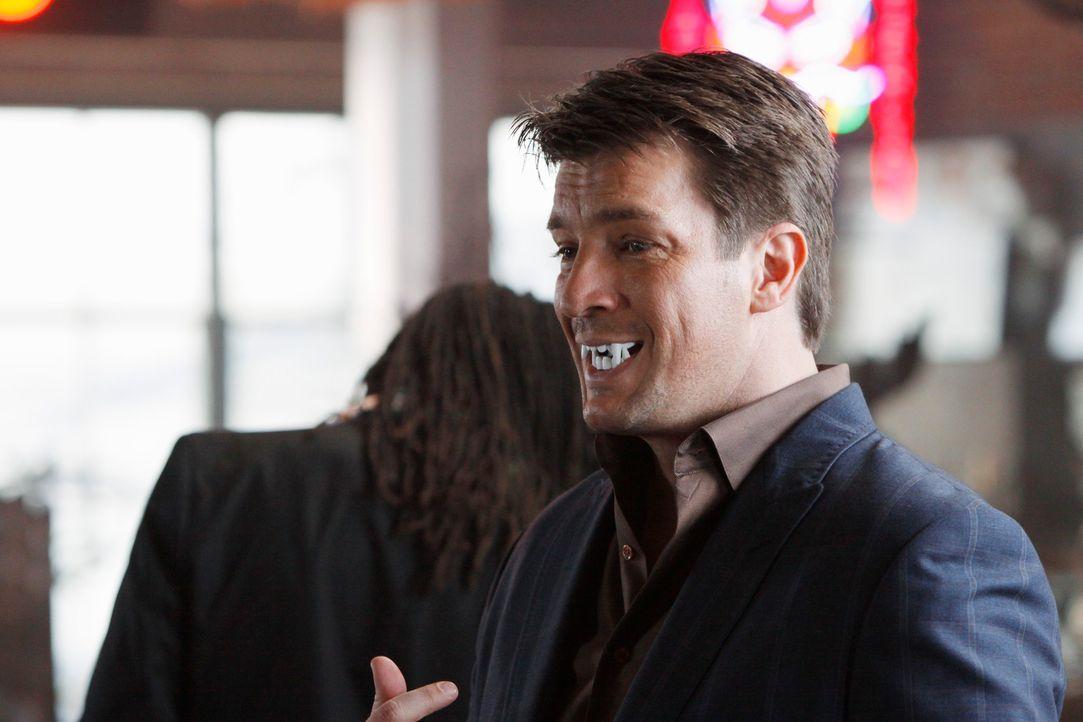 Nachdem ein junger Mann tot mit einem Holzpflock im Herz auf einem Friedhof gefunden wurde, ermittelt Richard Castle (Nathan Fillion) in Vampir-Krei... - Bildquelle: ABC Studios