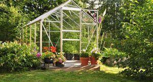 Nicht jeder hat so viel Platz im Garten. Die Lösung: Ein Mini-Gewächshaus sel...