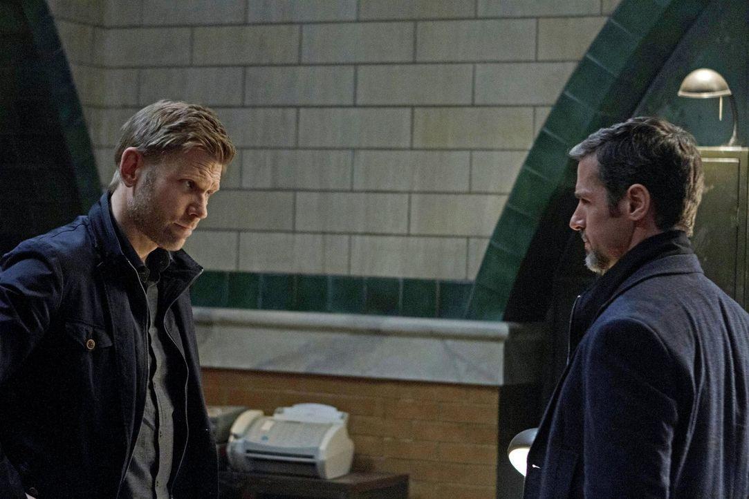 Als Roger (Jeffrey Pierce, r.) erfährt, dass der Gründer seinen Sohn für seine Zwecke nutzen will, sieht er sich gezwungen, zusammen mit Jedikiah (M... - Bildquelle: Warner Bros. Entertainment, Inc