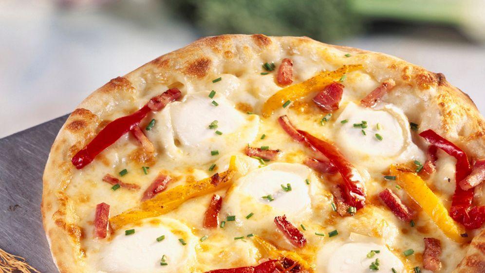 Enie backt: Rezept-Bild Ziegenkäse-Pizza mit Speck  - Bildquelle: Photocuisine