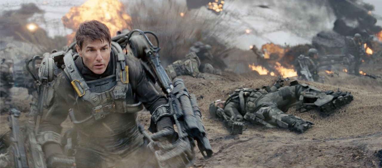 Verworren im Zeitgestrüpp: Major Bill Cage (Tom Cruise) wird bei einem Einsatz gegen eine feindliche Alienrasse in einer Zeitschleife gefangen, die... - Bildquelle: Warner Bros. Television