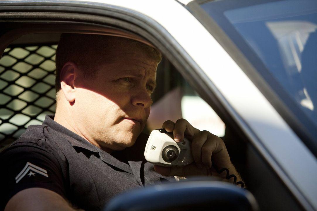 Verdächtige Person gesichtet? Officer John Cooper (Michael Cudlitz) fackelt nicht lange ... - Bildquelle: Warner Brothers