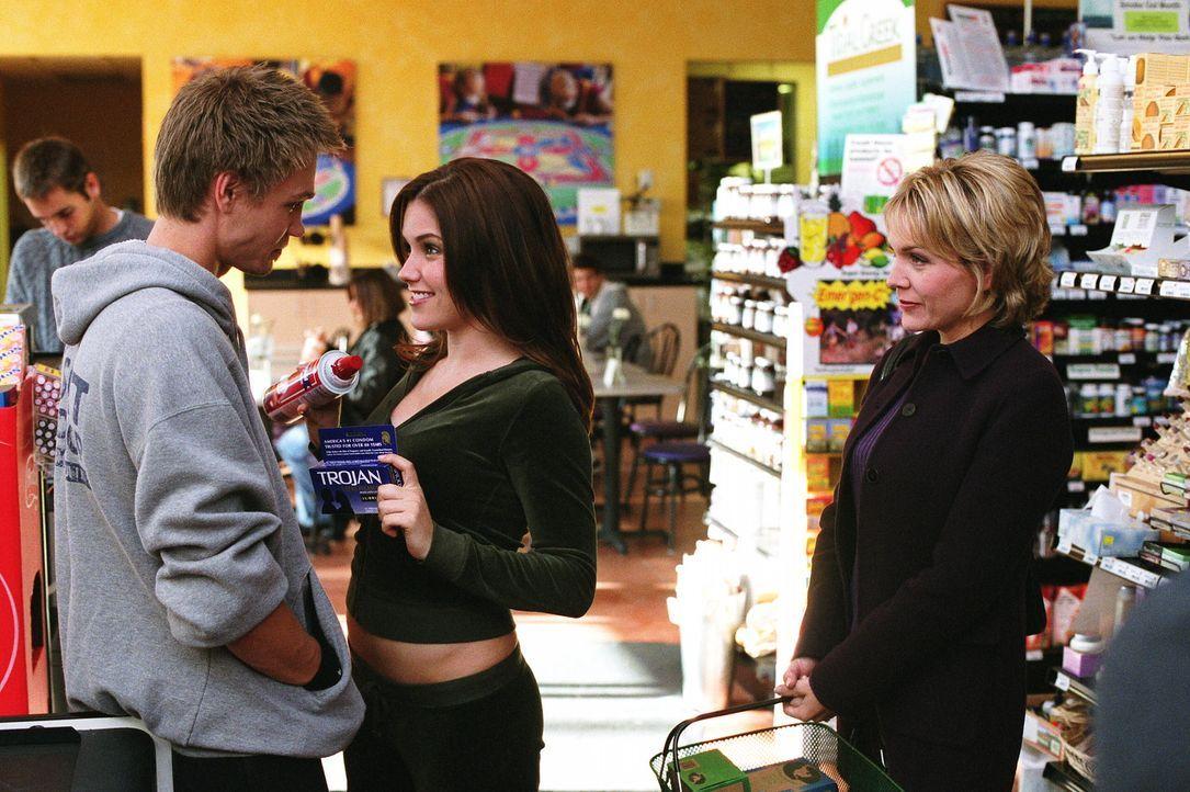 Lucas (Chad Michael Murray, l.) genießt seine Zeit mit der unbeschwerten Brooke (Sophia Bush, M.). Alles läuft Spitze, bis Deb (Barbara Alyn Woods... - Bildquelle: Warner Bros. Pictures