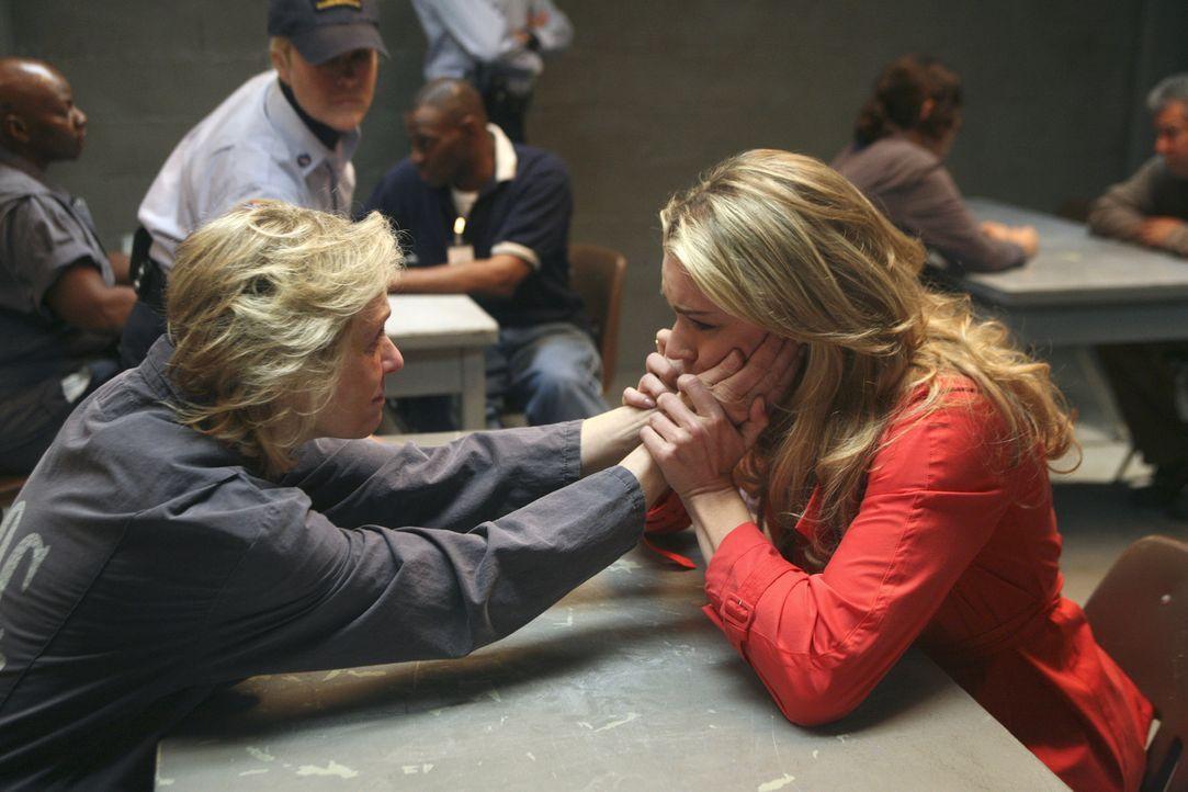 Als Claire (Judith Light, l.) von Alexis (Rebecca Romijn, r.) erfährt, welch infames Spiel Wilhelmina spielt, schmiedet sie einen Plan ... - Bildquelle: Buena Vista International Television