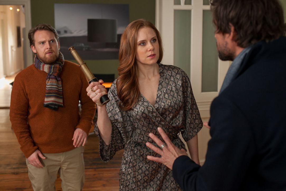 Als Annabelle (Christiane Seidel, M.) bei Edgar (Tom Beck, r.) auftaucht, hofft sie auf einen netten Vormittag im Bett. Stattdessen muss sie mit dem... - Bildquelle: Conny Klein SAT.1