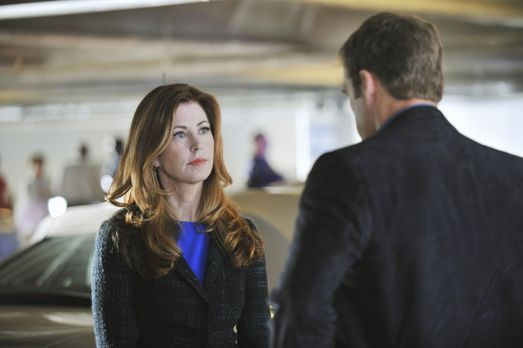 Body of Proof - Dr. Megan Hunt (Dana Delany, l.) stecktt mit Detective Tommy...