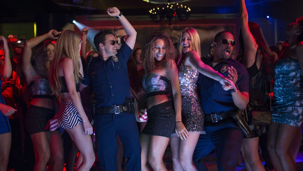 Let's Be Cops - Die Party Bullen - Bildquelle: Frank Masi 2014 Twentieth Century Fox Film Corporation.  All rights reserved.