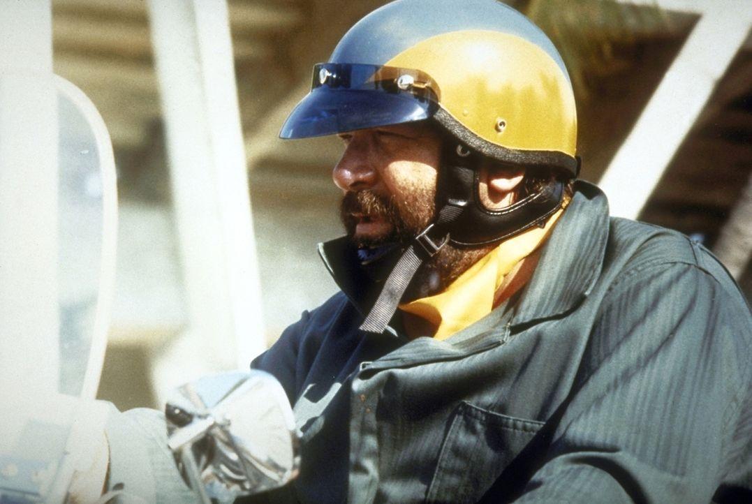 Nach bestandener Abschlussprüfung bekommt Will (Bud Spencer) ein Revier und eine Harley-Davidson zugeteilt. Das Chaos kann beginnen ... - Bildquelle: Warner Bros. GmbH