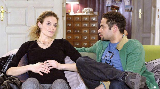 Jannick (Mike Adler, r.) macht sich Sorgen um Maja (Barbara Lanz, l.), die Ro...