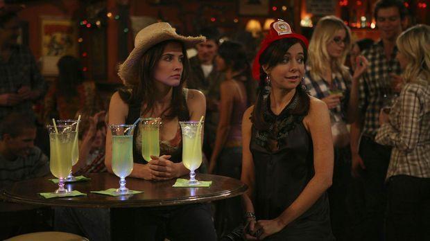 Während Robin (Cobie Smulders, l.) sich andere Freundinnen sucht, da Lily (Al...