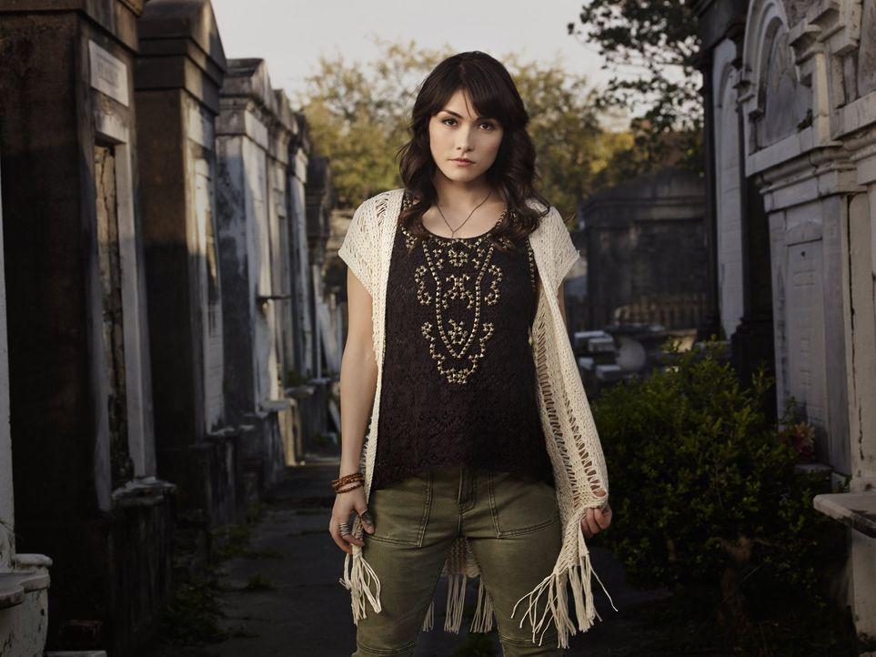 (1. Staffel) - Die Hexe Sophie (Daniella Pineda) verfolgt ihre eigenen Ziele, aber keinem ist wirklich bewusst, welche das sind ... - Bildquelle: Warner Bros. Television