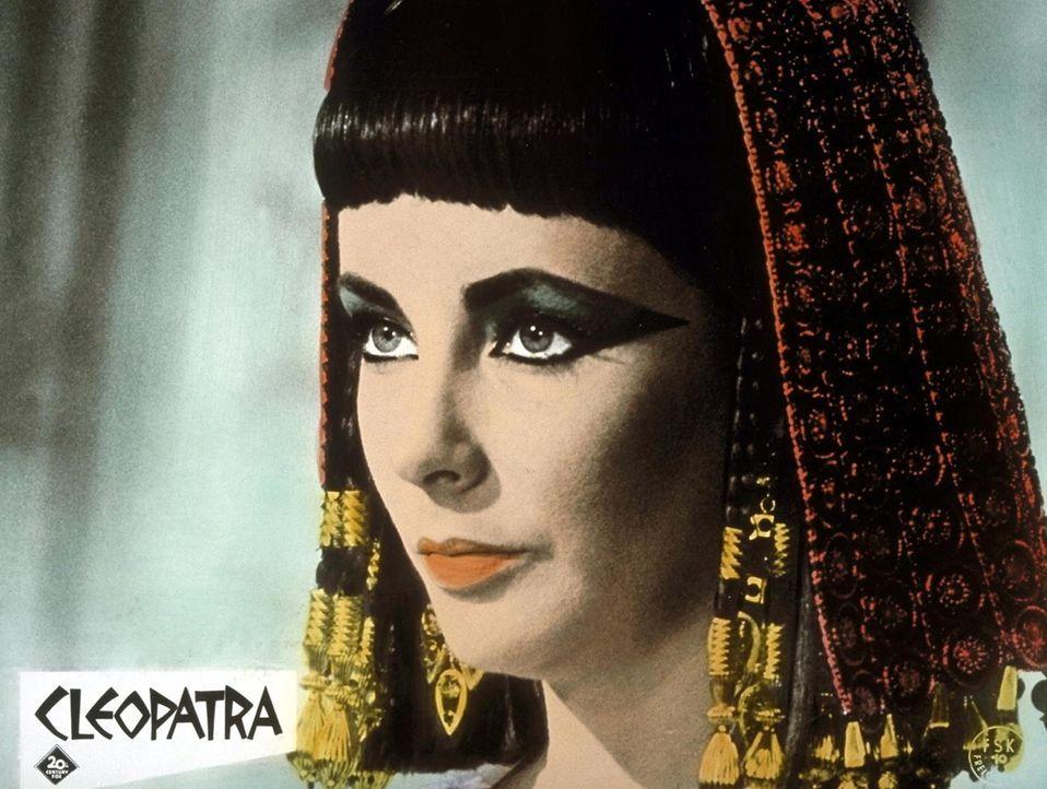 Die äußerst schöne und machtbewusste Königin Ägyptens, Cleopatra (Elizabeth Taylor), weiß ihre verführerischen Argumente überzeugend einzusetzen ...... - Bildquelle: 20th Century Fox Film Corporation