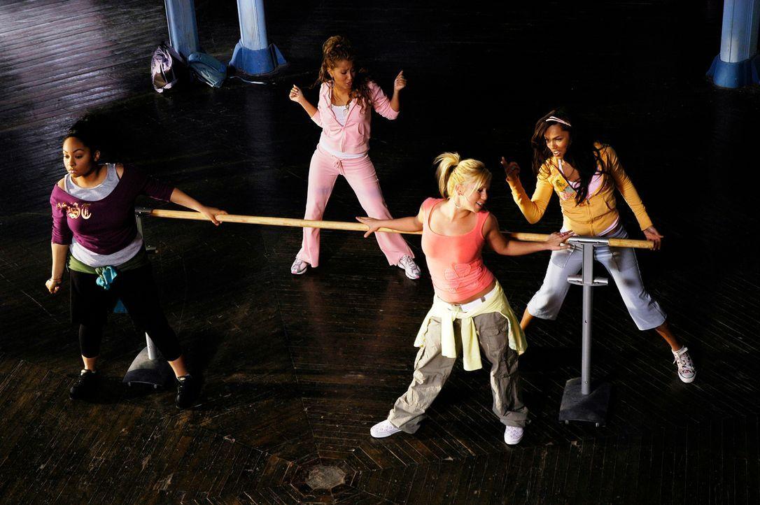 """Um gemeinsam die Sommerferien verbringen zu können, beschließen die """"Cheetah Girls"""" (v.l.n.r.) Galleria (Raven), Chanel (Adrienne Bailon), Dorinda (... - Bildquelle: Buena Vista International Television"""