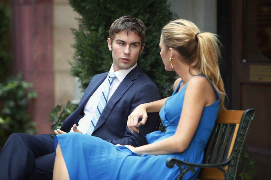Kann Nate (Chace Crawford, l.) Serena (Blake Lively, r.) überreden, mit Blair Friedenzuschließen? - Bildquelle: Warner Brothers