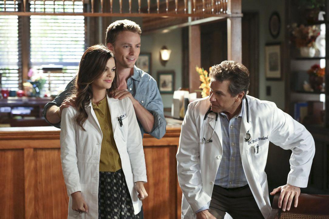 Während Wade (Wilson Bethel, M.) verzweifelt versucht so viel Zeit wie möglich mit Zoe (Rachel Bilson, l.) zu verbringen, setzt Brick (Tim Matheson,... - Bildquelle: Warner Bros.