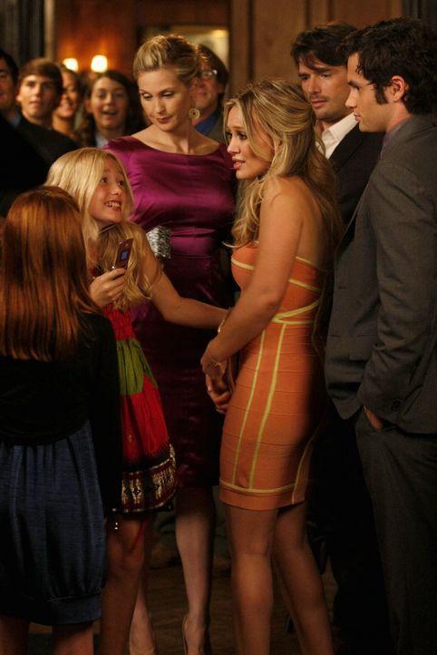 Aufgrund eines Missverständinisses denkt Olivia, dass Dans Eltern sie für eine Diva halten und bestätigt das Klischee, um sie zu provozieren (v.l.:... - Bildquelle: Warner Brothers