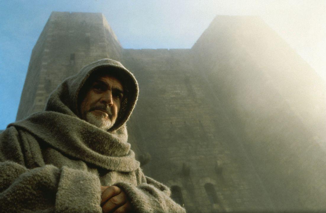 Der Franziskanermönch William von Baskerville (Sean Connery) trifft in einer an den Hängen des Apennin gelegenen Benediktinerabtei ein, wo er das... - Bildquelle: Constantin Film