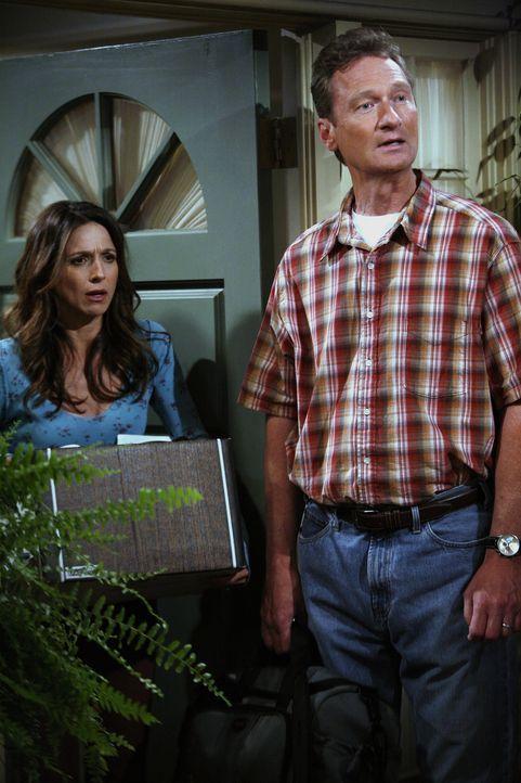 Alan weiß nicht, wohin mit sich und hofft bei seiner Ex-Frau Judith (Marin Hinkle, l.) und deren neuen Ehemann Herb (Ryan Stiles, r.) unterzukommen... - Bildquelle: Warner Brothers Entertainment Inc.