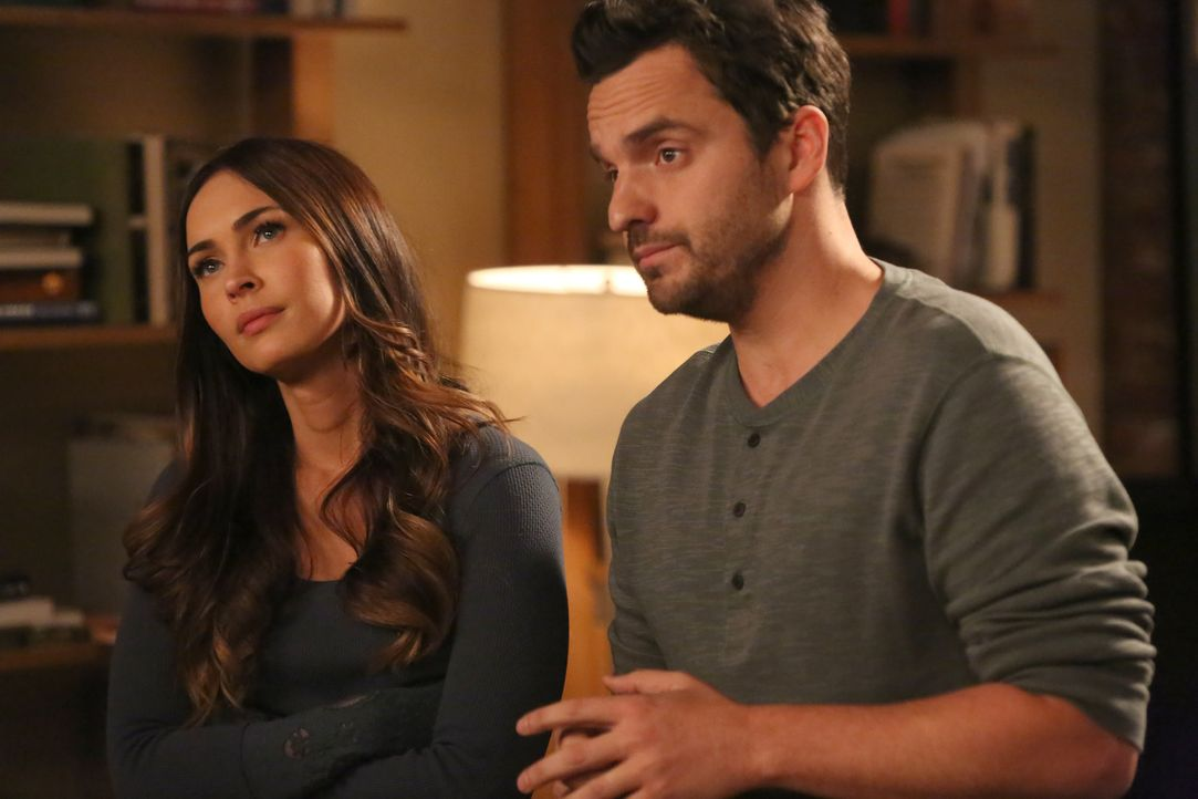 Gelingt es Nick (Jake Johnson, r.), endlich mehr über Reagan (Megan Fox, l.) zu erfahren? - Bildquelle: Adam Taylor 2016 Fox and its related entities.  All rights reserved.