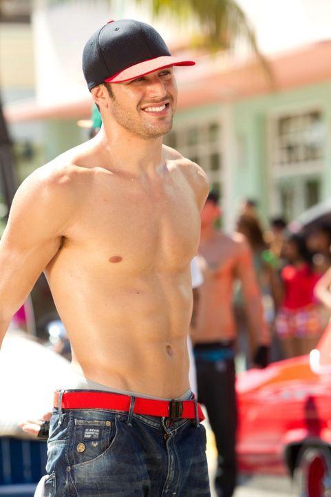 Ahnt nicht, dass in dem Beachclub, in dem er arbeitet, eine begnadete Tänzerin unterwegs ist: Streetdancer Sean (Ryan Guzman) ... - Bildquelle: 2011 Summit Entertainment, LLC. All rights reserved.