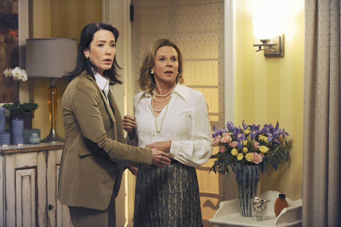 Für Addison bricht eine Welt zusammen, als sie erfährt, dass ihre Mutter Bizzy (JoBeth Williams, r.) seit 20 Jahren eine lesbische Beziehung mit Sus... - Bildquelle: ABC Studios