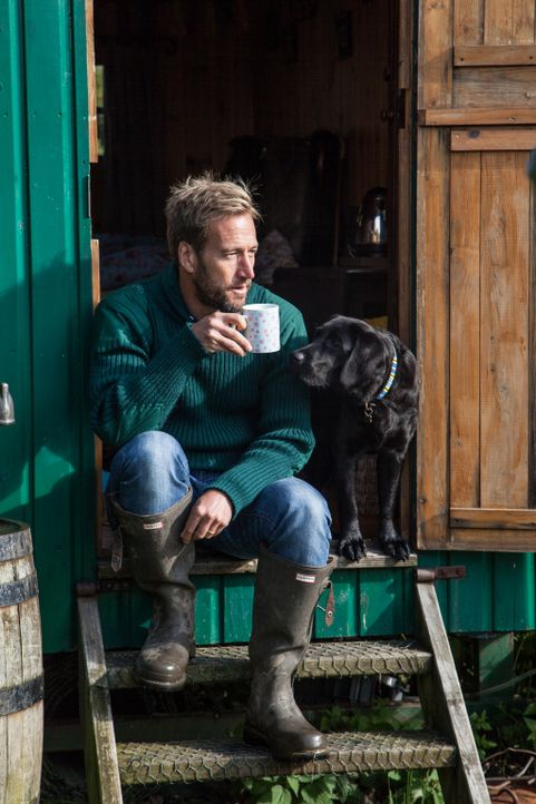 Auch wenn sie sich täglich um mehr als 1000 Schafe kümmern müssen, kann Abenteurer Ben Fogle (Foto) verstehen, warum es Amanda und ihre Familie an e... - Bildquelle: 2015 BBC / Renegade Pictures