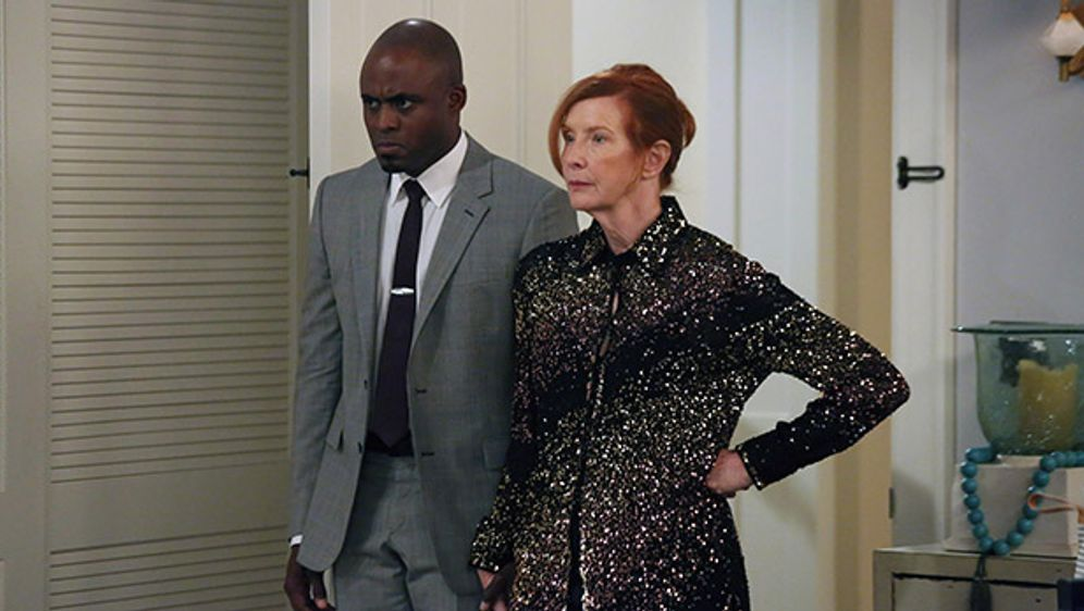 Frances Conroy spielt Barney's Mom - Bildquelle: ©2013 CBS Broadcasting, Inc. All Rights Reserved.
