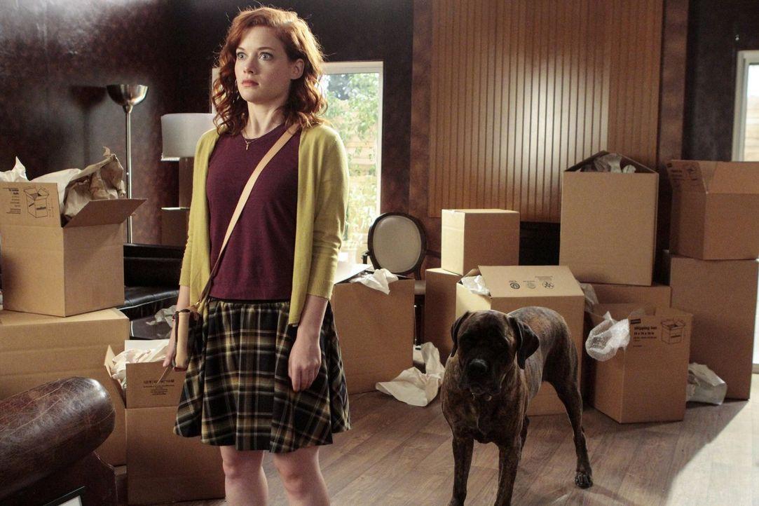 Als sich ihre Mutter plötzlich wieder aus dem Staub macht, kehrt Tessa (Jane Levy) zu ihrem Vater und dessen neuem Mitbewohner zurück ... - Bildquelle: Warner Brothers