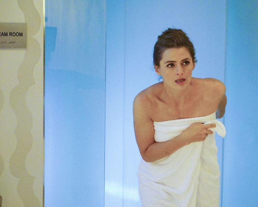 Beckett (Stana Katic) gönnt sich ein bisschen Wellness, doch nicht zum Vergnügen, sondern um einen brutalen Mord aufzuklären ... - Bildquelle: Richard Cartwright 2015 American Broadcasting Companies, Inc. All rights reserved.