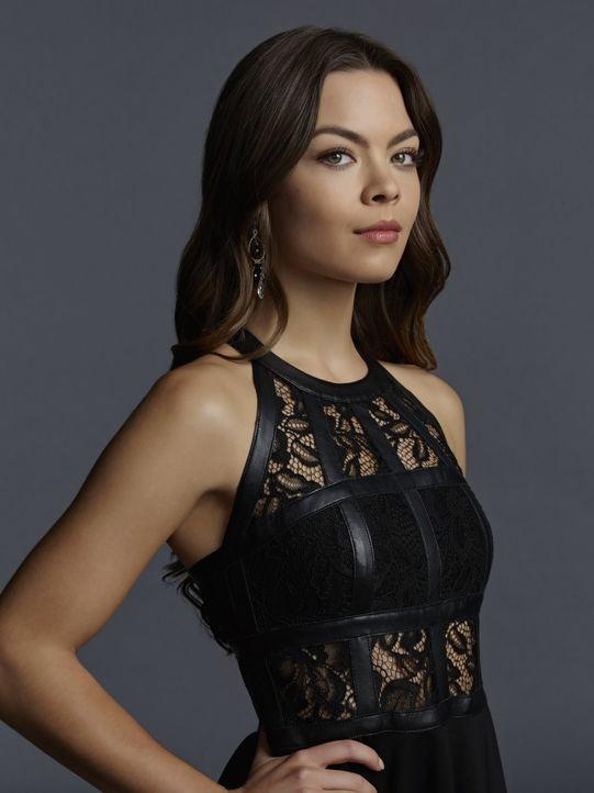 (7. Staffel) - Nora (Scarlett Byrne) genießt die Vorzüge der modernen Zeit in vollen Zügen und lässt sich von nichts und niemandem abhalten, wenn es... - Bildquelle: Warner Bros. Entertainment, Inc.