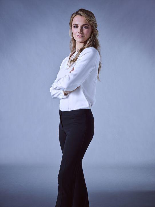 (1.Staffel) - Lizzie Needham (Bojana Novakovic) ermittelt als NYPD Detective Kriminalfälle in New York ... - Bildquelle: James Dimmock 2017 CBS Broadcasting Inc. All Rights Reserved.