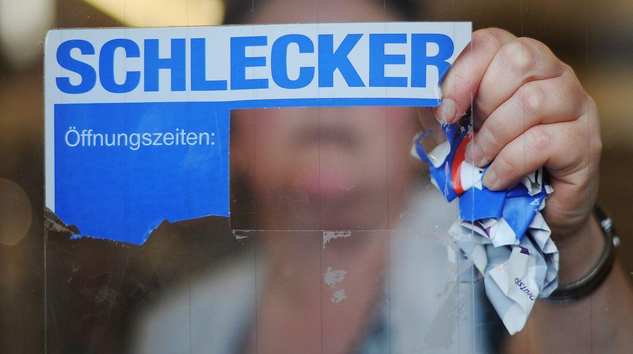 Schlecker-Mitarbeiterin-14-03-30-dpa - Bildquelle: dpa