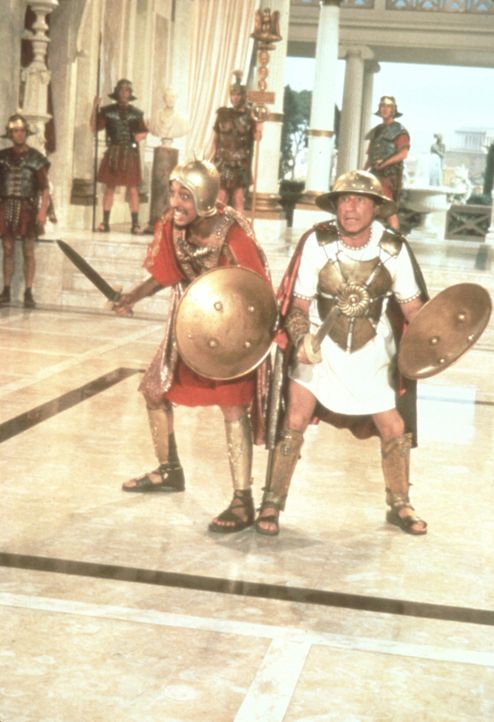 Josephus (Gregory Hines, r.) und Comicus (Mel Brooks, l.) sind auf jeden Angriff vorbereitet ... - Bildquelle: Brooksfilms Ltd.
