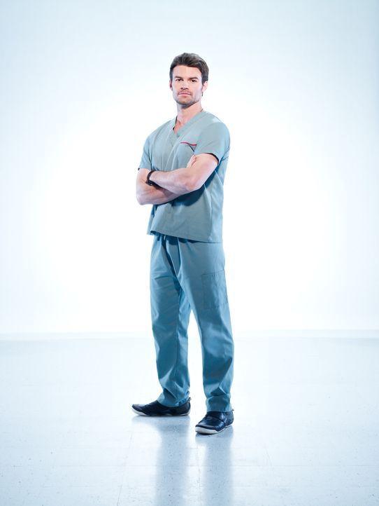 (1. Staffel) - Dr. Joel Goran (Daniel Gillies) wird zum Leiter der Chirurgie gemacht. - Bildquelle: 2012  Hope Zee One Inc.