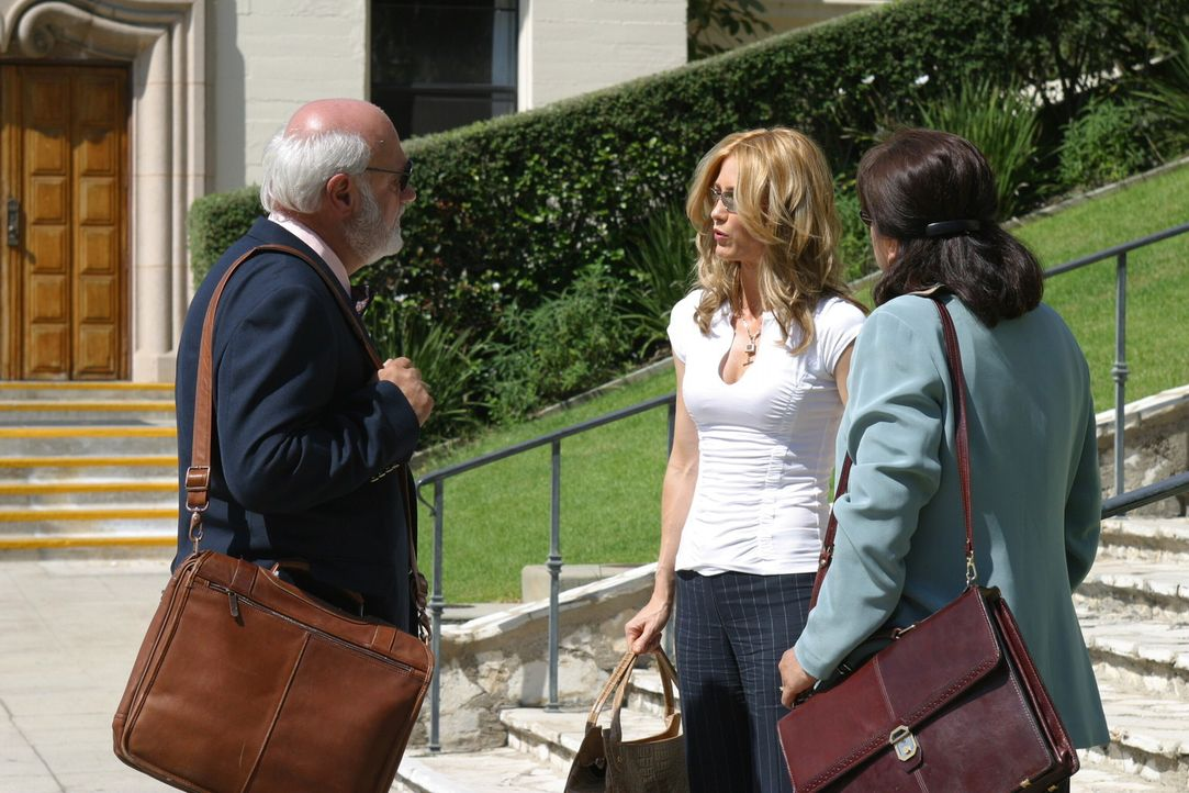 Kirsten (Kelly Rowan, M.) kann nicht verstehen, warum Ryan die Aufnahmeprüfung vorzeitig verlassen hat ... - Bildquelle: Warner Bros. Television