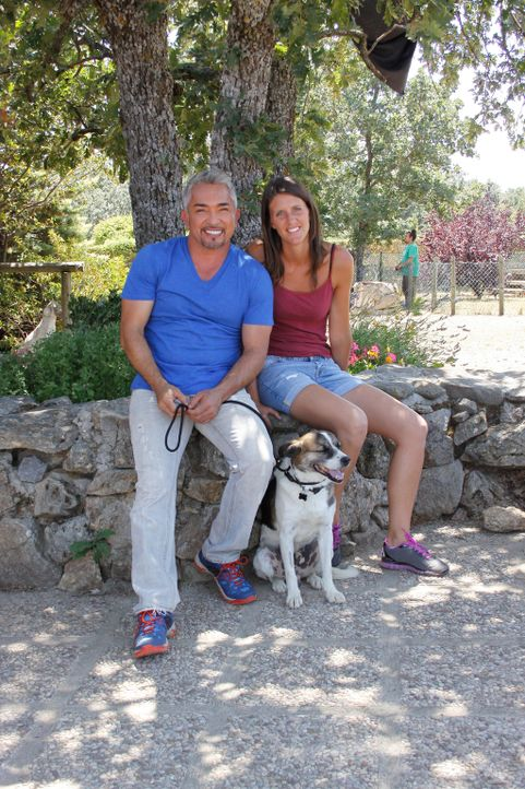 Können Cesar (l.) und Eva (r.) dem scheuen Brigadiere die Angst nehmen? - Bildquelle: Belén Ruiz Lanzas 360 Powwow, LLC / Belén Ruiz Lanzas