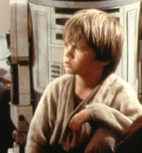 In den 90er Jahren kämpft der Kinderstar Jake Lloyd noch als Jedi-Ritter geg... - Bildquelle: dpa - Picture Alliance