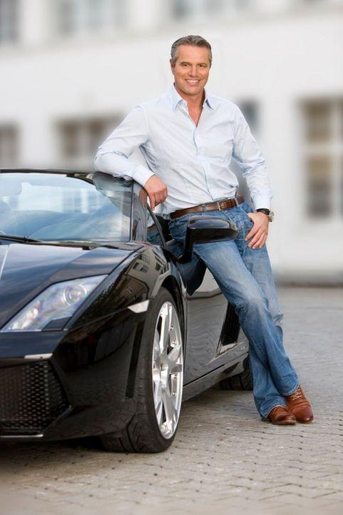 Kompetent, unterhaltend und informativ ist das Magazin 'Abenteuer Auto' mit Jan Stecker ... - Bildquelle: Holger Rauner kabel eins