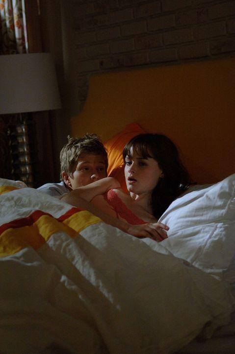 Bei Rory (Alexis Bledel, r.) und Logan (Matt Czuchry, l.) herrscht ziemlich dicke Luft, seitdem Jess da war ... - Bildquelle: Copyright Warner Brother International Television