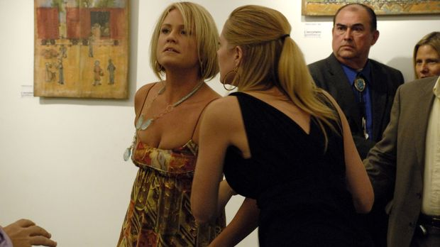Jay Arnstein und seine Frau Marci Allen (Sherry Stringfield, l.) werden ins Z...