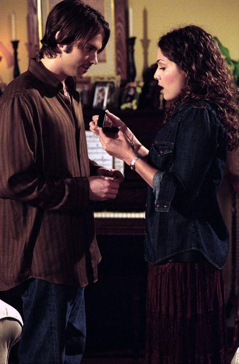 Zwischen Matt (Barry Watson, l.) und Sarah (Sarah Danielle Madison, r.) fliegen zum ersten Mal so richtig die Fetzen ... - Bildquelle: The WB Television Network