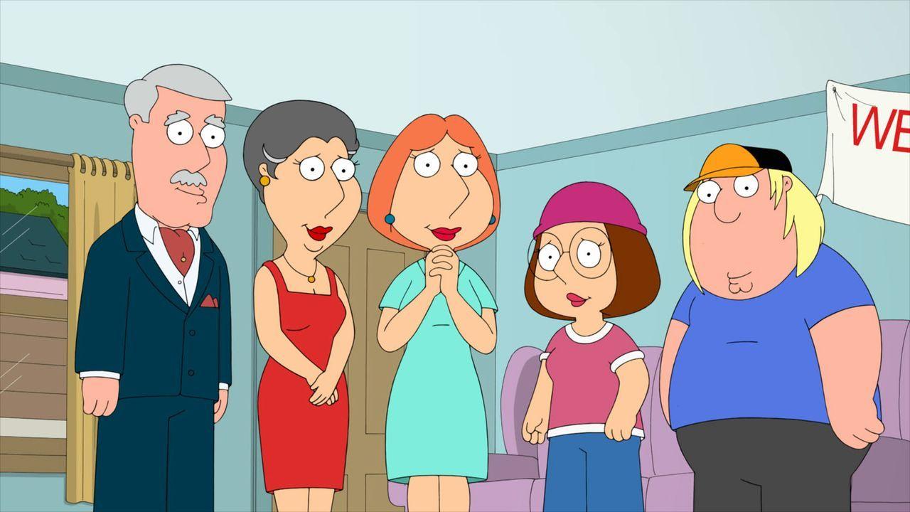 """Seth MacFarlane und viele Mitarbeiter, Produzenten und Autoren von """"Family Guy"""", erinnern sich in Rückblicken an das eine oder andere Highlight der... - Bildquelle: 2013 Twentieth Century Fox Film Corporation. All rights reserved."""