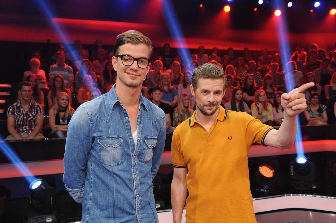 """Zuschauen war gestern: Jetzt müssen Joko (l.) & Klaas (r.) bei """"17 Meter"""" als Teamkapitäne ran! - Bildquelle: Willi Weber ProSieben"""